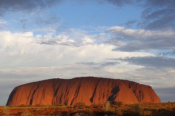 De avond valt bij Ayers Rock, Australie