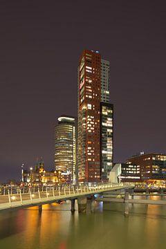 Nachtansicht des Montevideo-Turms bei Kop van Zuid von Tony Vingerhoets