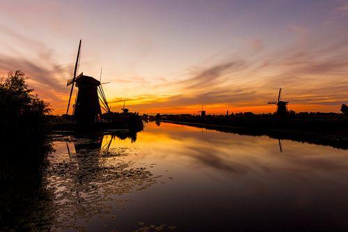 Gouden zonsondergang met molens in Kinderdijk