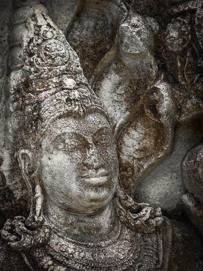 Statue at the entrance of The Polonnaruwa Vatadage van Inez Wijker