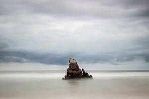 Rock in between seas I