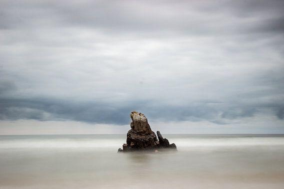 Rock in between seas I von Luis Fernando Valdés Villarreal Boullosa