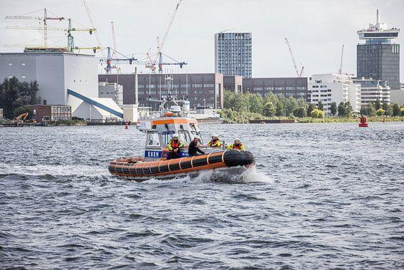 KNRM Amsterdam in actie op het IJ