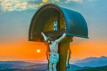 Kruisbeeld op een begraafplaats in Slovenië van Lars-Olof Nilsson
