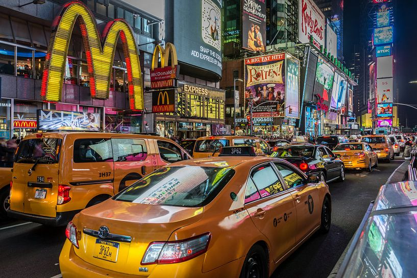 Time Square in New York by Night van Mark De Rooij
