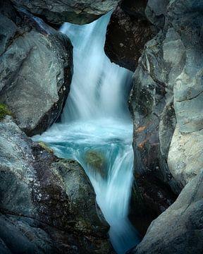 Detail van een waterval in de Franse Alpen van Jos Pannekoek