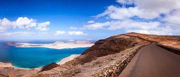 Uitzicht over Isla la Graciosa van Victor van Dijk