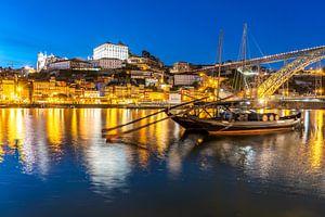 Porto in de avond van Peter Schickert
