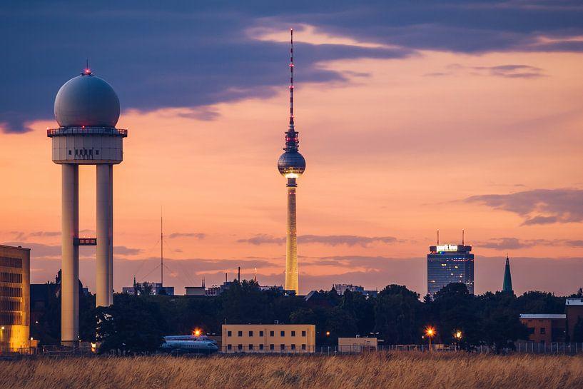 Berlin – Skyline / Tempelhofer Feld van Alexander Voss