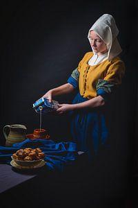 Melkmeisje in een moderne versie van Johannes Vermeer. Met een vette knipoog.