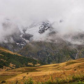 Schneebedeckte Gipfel in den französischen Alpen von Anouschka Hendriks