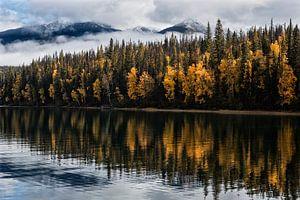 Herfst bij de Bowron Lakes in Canada