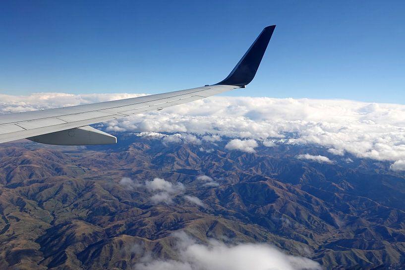 Bergen van het zuidereiland van  Nieuw Zeeland vanuit een vliegtuig van Aagje de Jong