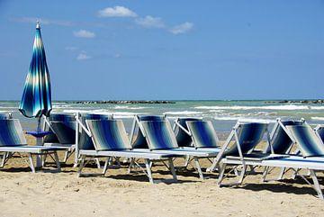 Strand nabij Senigallia, Italië. van Maren Oude Essink
