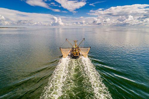 WR98 Kotter voor de kust van Texel sur