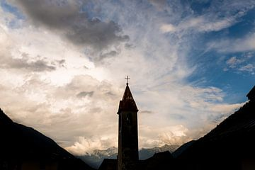 Eine Kirche in der italienischen Landschaft von Damien Franscoise