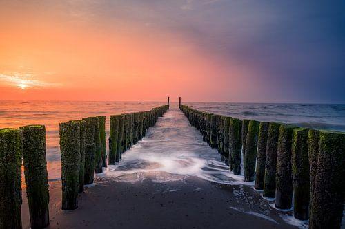 Golfbreker op het strand van Domburg van