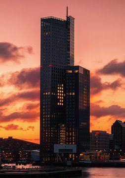 Sonnenaufgang am Maasturm von Ilya Korzelius