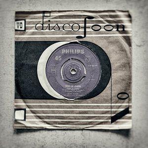 """45 toeren single met de titel """"Nooit op zondag"""" in een V&D discofoon hoes"""
