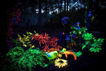 Schwarzlicht-Kunstwerk während des Mandala-Festivals von Chris Heijmans