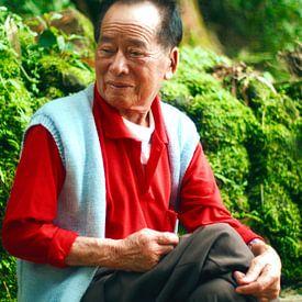 Oude lachende Chinese man van André van Bel
