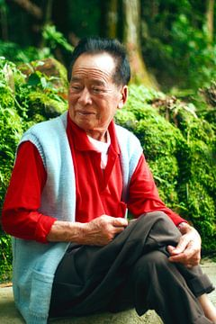 Oude lachende Chinese man von André van Bel