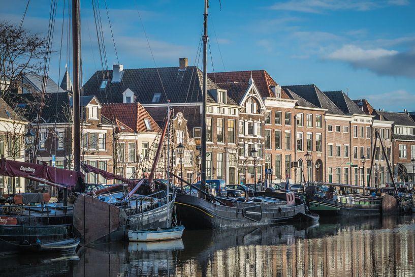 De Thorbeckegracht in Zwolle op een zonnige winterochtenddd van Gerrit Veldman
