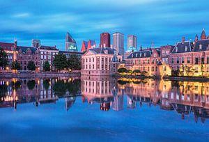 Zicht op de Hofvijver, met het Mauritshuis en torentje van de premier.