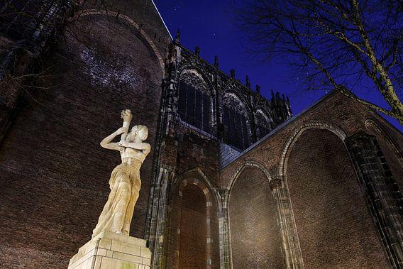 Het verzetsmonument op het Domplein voor de Domkerk in Utrecht
