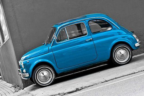 Scheef beeld van Fiat 500 van