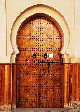 Bruine, houten deur in Marokko van Homemade Photos