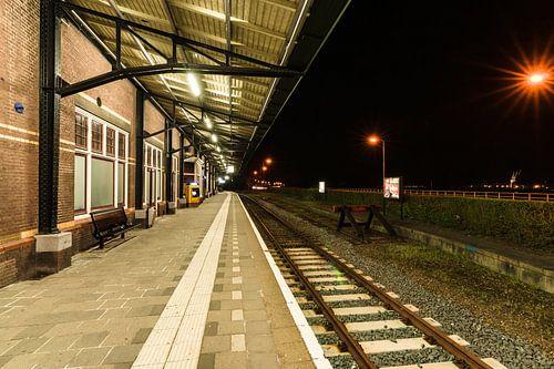 Station perron met Kamper treinspoor