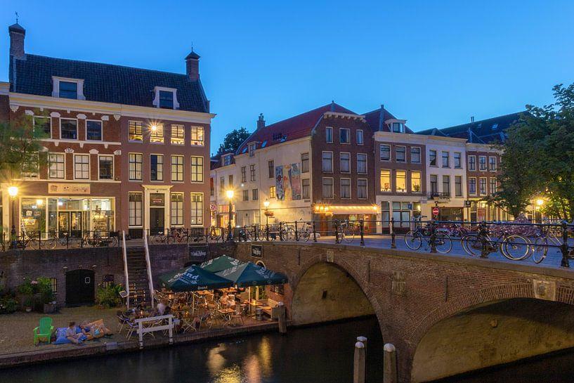 Oudegracht in de avond Utrecht van André Russcher
