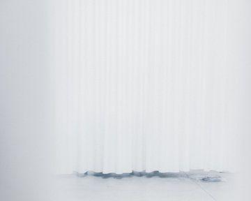 Minimalistische weiße Vorhänge von Karlijne Geudens