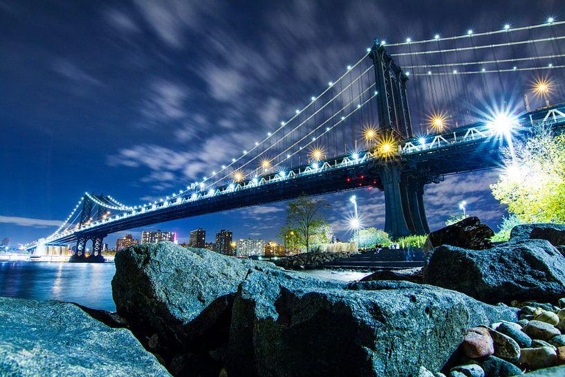 Manhatten Bridge by Night van Fabian Bosman