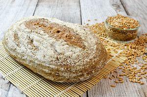 Vers gebakken speltbrood van Dennis  Georgiev