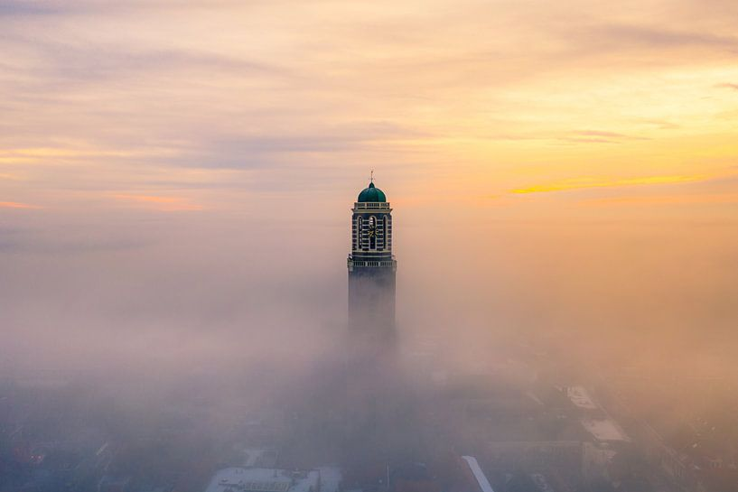 Zwolle in the mist van Thomas Bartelds