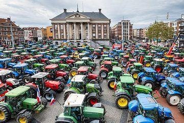 Trekkers op de Grote Markt in Groningen van Evert Jan Luchies