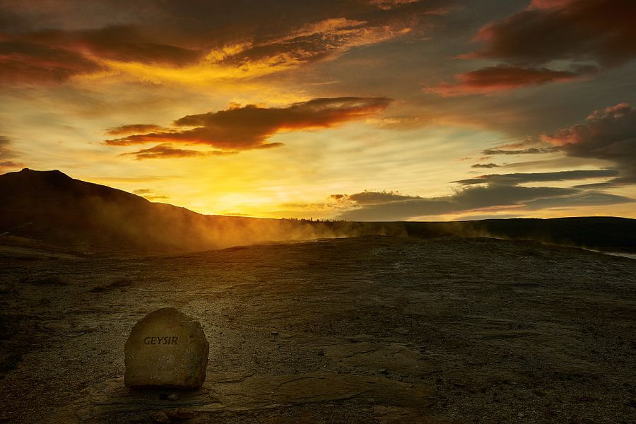 Geysir bij zonsondergang