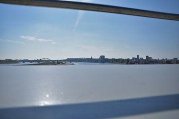 Kijkend naar Nijmegen. van Jurjen Jan Snikkenburg