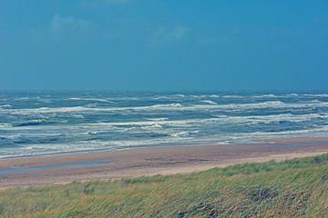 Egmond aan Zee -duinen, strand, zee en lucht. van Ronald Smits