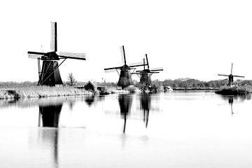 De molens Kinderdijk in zwart-wit (High Key) van BHotography
