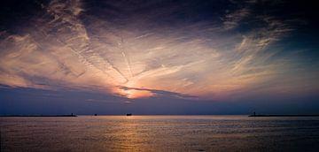 IJmuiden sunset von Jasper van der Meij