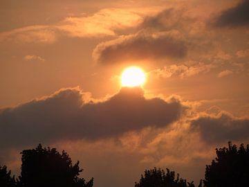 Zonsondergang op een mooie Zomeravond van Nicky`s Prints