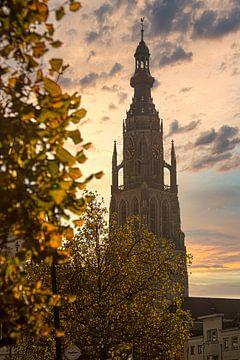 Zonsopgang bij de Grote Kerk van Breda van Martijn Mureau