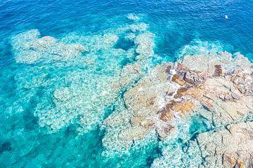 Rotsplateau kust Sardinië van Bernardine de Laat