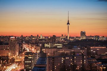 Le ciel de Berlin lors d'une soirée d'hiver à Friedrichshain sur Jean Claude Castor