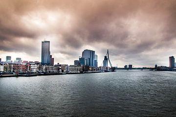 Skyline uitzicht over Rotterdam van Photography by Naomi.K