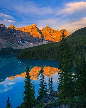 Zonsopkomst Moraine Lake, Alberta, Canada van Henk Meijer Photography