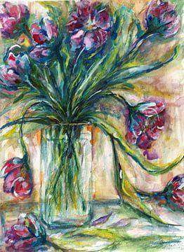 Vase mit lila Tulpen. von Ineke de Rijk